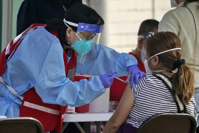 Consulados mexicanos gestionan con gobiernos estatales de EU que vacunen a sus connacionales, sin importar su condición migratoria