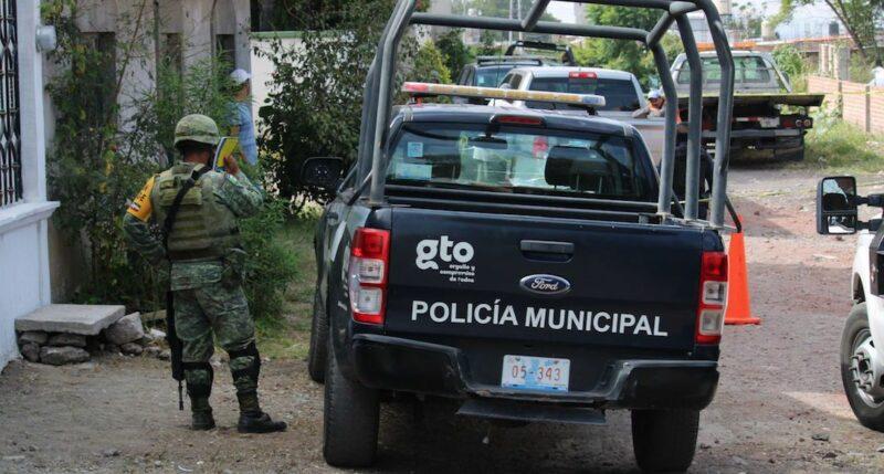 """""""Parece la guerra, oímos balazos y mejor dormimos en el piso"""": así es vivir en la colonia Constitución de Apatzingán, en Guanajuato"""