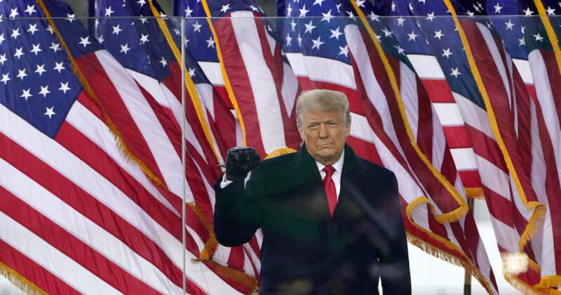 Trump no ceja y apoya la furia en el Capitolio. Twitter le revira y suspende su cuenta por 12 horas