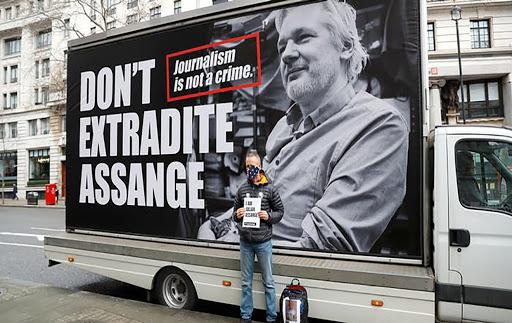 Videos: Un tribunal británico deniega la extradición de Assange a EE.UU. por temor a que se suicide