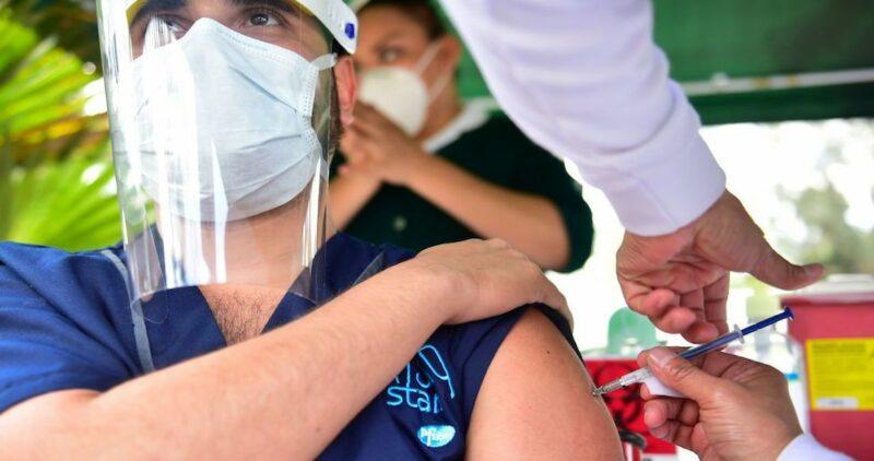 Rusia desmiente al empresario mexicano que dijo a Reforma que ya compró 3 millones de vacunas