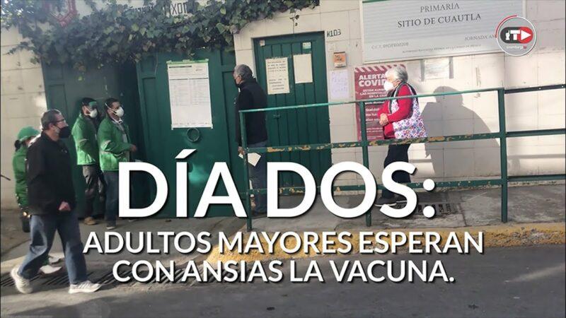 CRÓNICA | Un año encerrados y ahora, esperanza: ni frío ni filas detienen a los adultos mayores