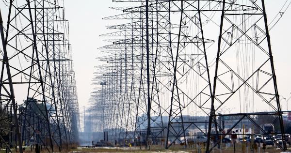 Miércoles, tarde. En México, la CFE restablece servicio al 100%. En EU, 3.5 millones siguen sin luz
