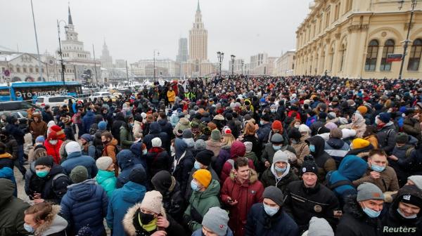 Tras multitudinarias protestas, la Fiscalía rusa busca término de prisión para opositor Alexei Navalny