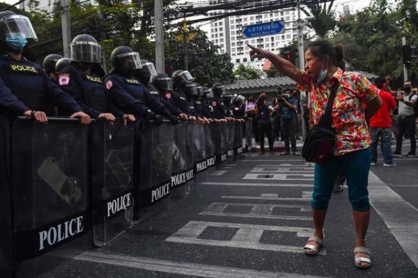 """Video: El golpe en Myanmar era """"inevitable"""", proclama el ejército  """"Por eso tuvimos que elegirlo"""", dijo el general Min Aung Hlaing"""