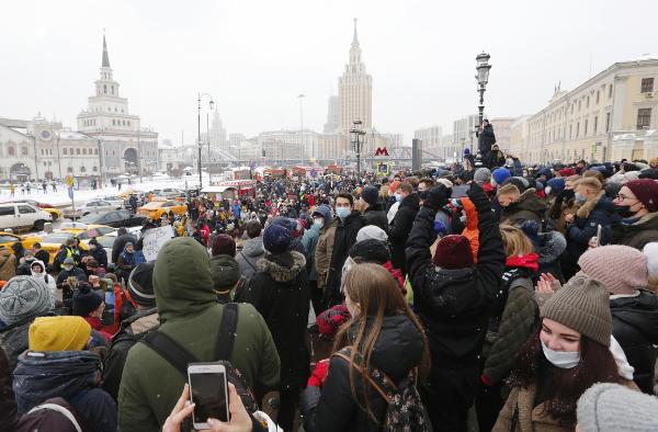 Video: Multitudinarias protestas en 85 ciudades de Rusia para exigir la liberación del opositor opositor Aleksei Navalny