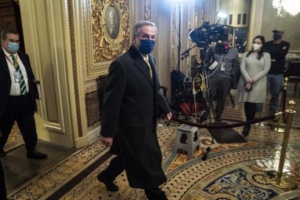 Defensa de Trump acusa a fiscales de 'venganza política' y 'odio'