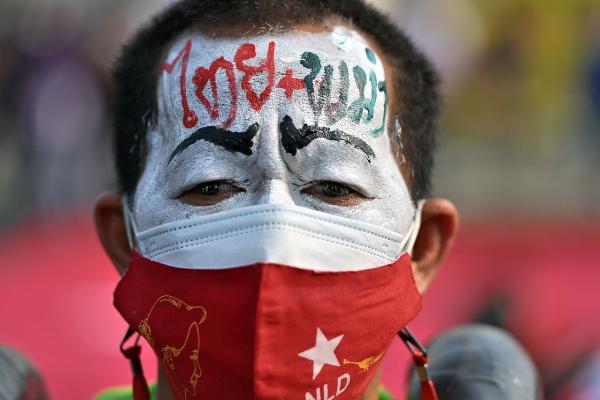 Aumenta la represión en Myanmar mientras siguen protestas