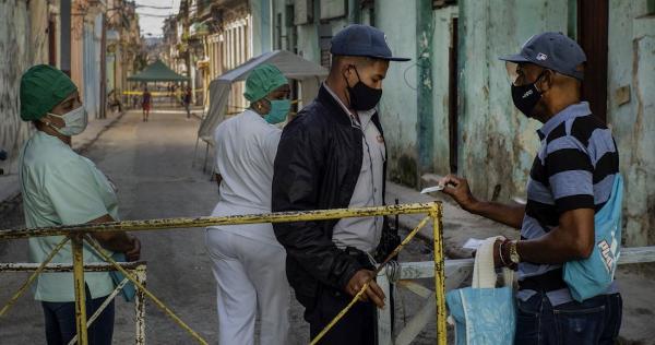 Cuba arranca la masiva producción de su propia vacuna contra el COVID-19, mientras se extiende la cuarentena