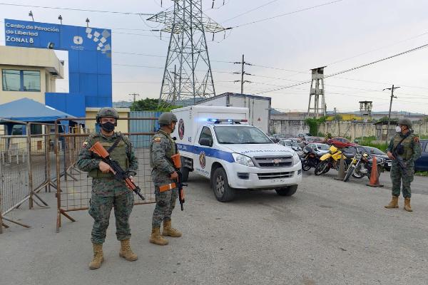 Mueren unos 50 reos en motines en tres cárceles de Ecuador