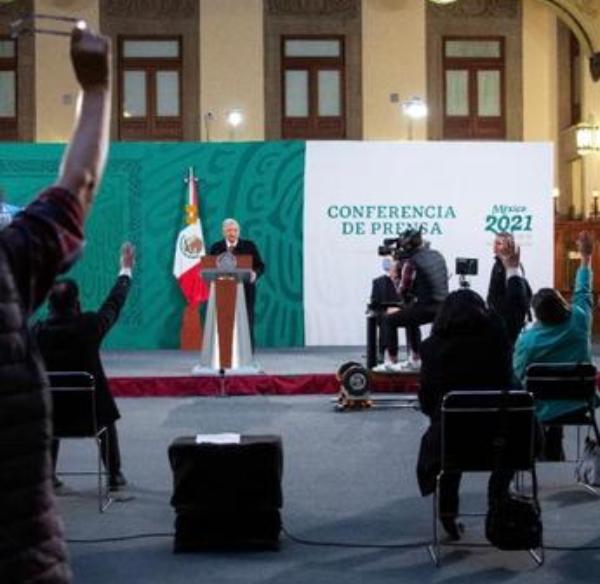"""Video: """"La vacuna es primero"""", destaca AMLO al iniciarse la inmunización masiva """"que no se detendrá"""""""