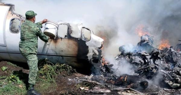 En accidente aéreo mueren seis militares, y de COVID-19, el senador de Morena Radamés Salazar, condolencias de AMLOO