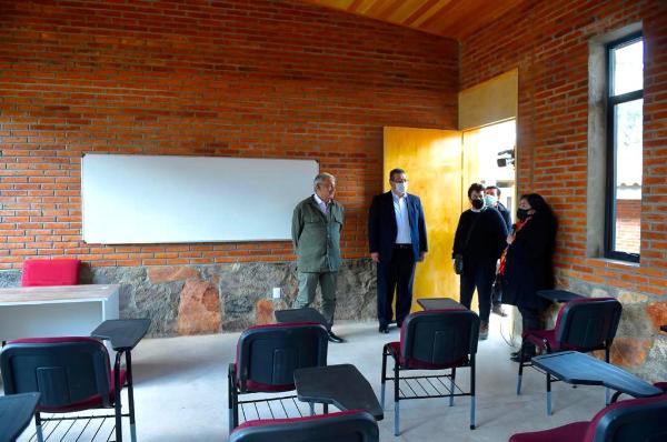 El presidente mexicano inaugura dos universidades en comunidades marginadas en Tlaxcala y Puebla