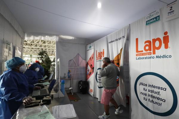 Operan en el aeropuerto de la Ciudad de México seis laboratorios de diagnóstico de coronavirus para viajeros al extranjero