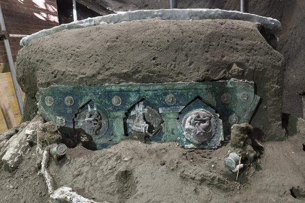 Descubren carro romano de ceremonias en las ruinas de Pompeya
