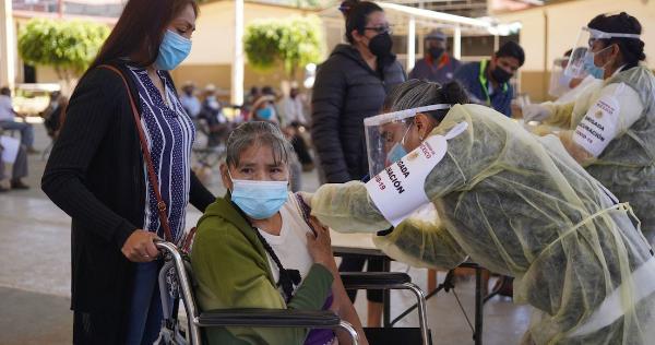 Las 200 mil vacunas Sinovac que llegaron ayer desde Hong Kong se aplicarán en Ecatepec, Edomex