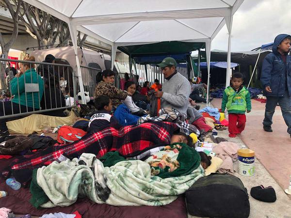 EU abrirá sus puertas a miles de migrantes que aguardan en México la resolución de sus solicitudes de residencia