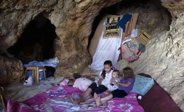 Video: Israel obliga a los aldeanos palestinos a vivir en cuevas