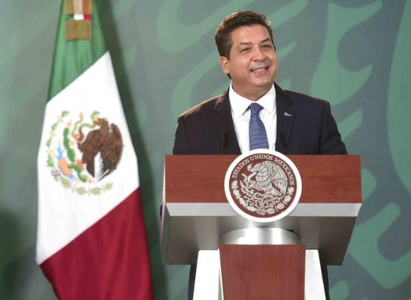 La FGR acusa al gobernador panista de Tamaulipas, Francisco García Cabeza de Vaca, de probables delitos de delincuencia organizada y otros. Pidió su desafuero