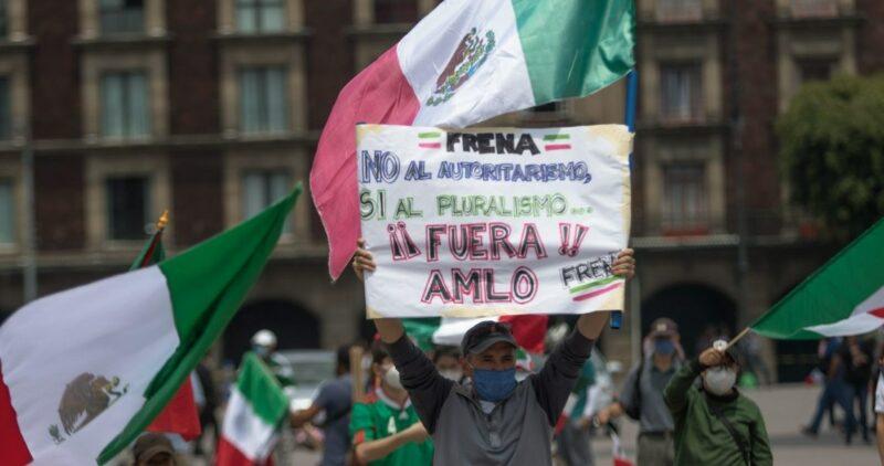 """FOTOS y VIDEOS: Frena regresa a las calles de la CdMx después del fracaso en la """"toma"""" del Zócalo"""