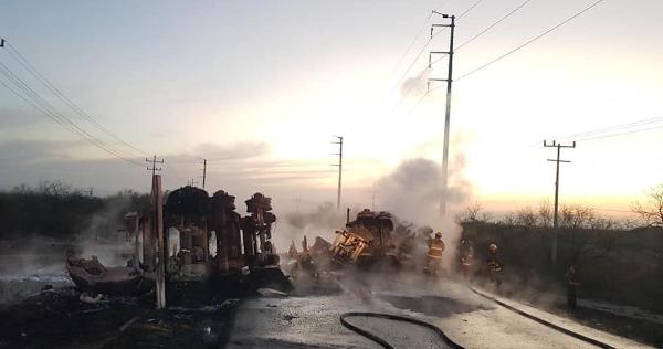 Videos: Choque entre camión de pasajeros y pipa de combustible deja 11 muertos y 5 heridos en Nuevo León