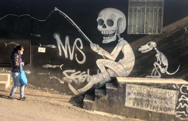 A un año de la pandemia, los muros de la Ciudad de México son testigos de una urbe que resiste