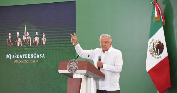 """Videos: """"Persisten expresiones racistas"""", critica López Obrador y recuerda AUDIO de 2015 de Lorenzo Córdova, titular del INE, en el que se burla de indígenas"""
