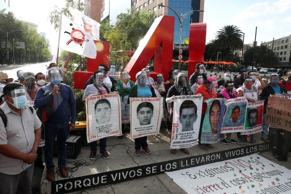 La Secretaría de la Defensa ocultó información sobre la participación de varios de sus elementos en la desaparición de los 43: CNDH