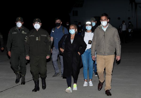 Fiscalía pide seis meses de prisión preventiva para la ex presidenta de facto de Bolivia, Jeanine Áñez, y dos de sus ministros detenidos