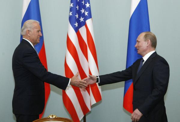 """Biden no acepta propuesta de Putin de tener una videoconferencia pública , """"por problemas de agenda"""""""