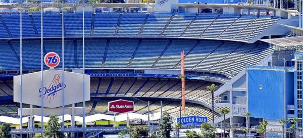 California levanta las restricciones y permite aficionados en las Grandes Ligas