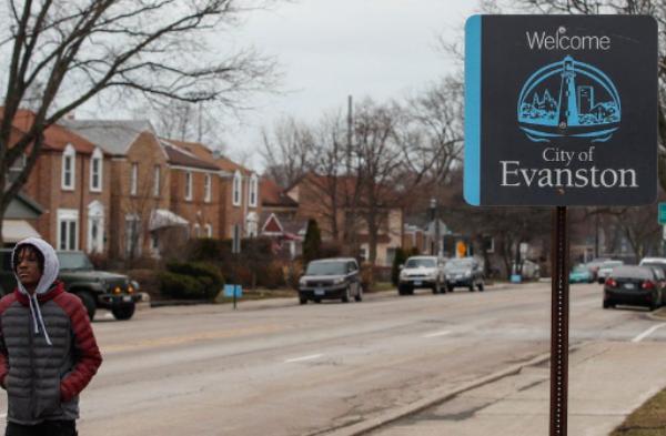 Evanston, primera ciudad de EU que indemnizará a afroamericanos por discriminación: $25 mil por familia