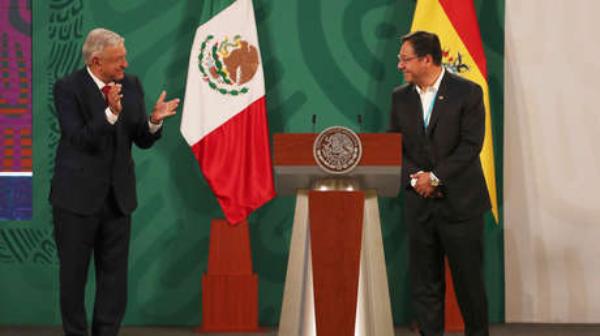 """Videos: """"¡Qué felicidad venir a México y no en calidad de refugiado!"""": Luis Arce se reúne con López Obrador y celebran el regreso de la democracia a Bolivia"""