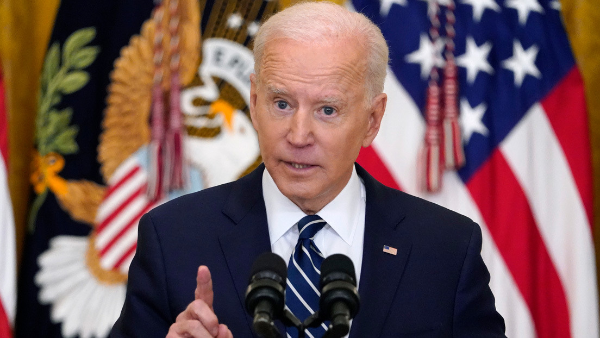 Biden dice que México se niega a recibir a las familias migrantes que deporta EU