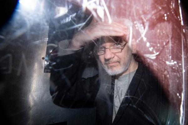 """Recibe Assange mensaje """"cálido y personal"""" del papa Francisco al iniciar Semana Santa"""