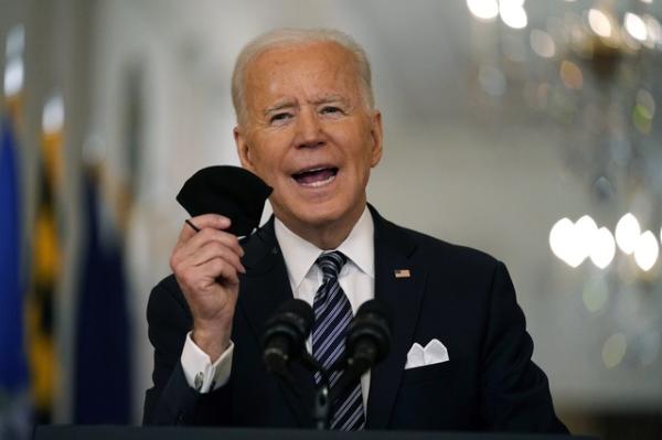Biden promulga el paquete de asistencia federal para enfrentar la crisis de la pandemia. Asegura que para mayo, todos los adultos deben estar vacunados