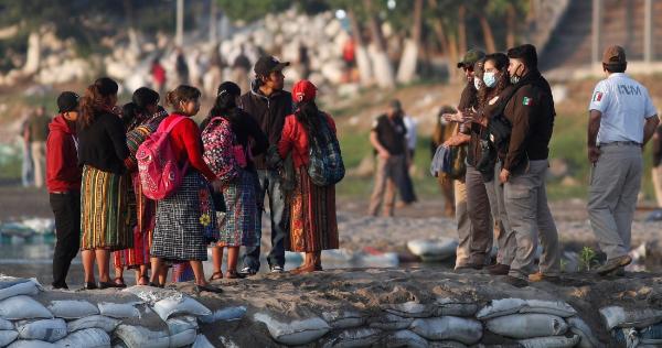 Ciudad Hidalgo amanece tomada; México tiende cerco a los migrantes en el río Suchiate