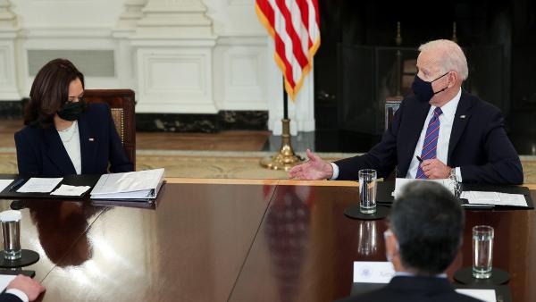 Biden pide a la vicepresidenta Kamala Harris coordinar los esfuerzos para frenar el flujo migratorio desde Centroamérica