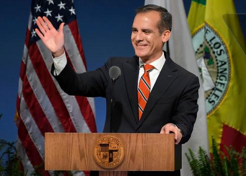 Los Angeles destinará mil millones de dólares para abatir déficit de vivienda, anuncia el alcalde Eric Garcetti