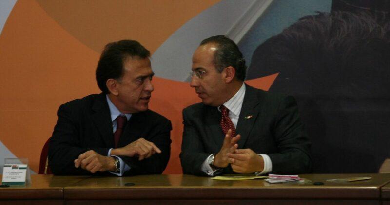 La FGR dice que investiga a Miguel Angel Yunes por presuntos delitos cuando estuvo en el ISSSTE, con Calderón