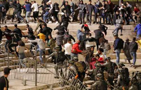 Choques entre árabes, policía y judíos ultraderechistas dejan 120 heridos
