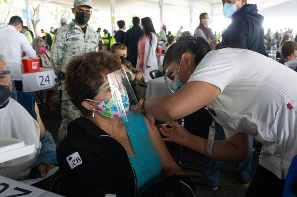 Envían a 15 estados casi un millón y medio de vacunas contra el Covid-19 para inmunizar a adultos mayores