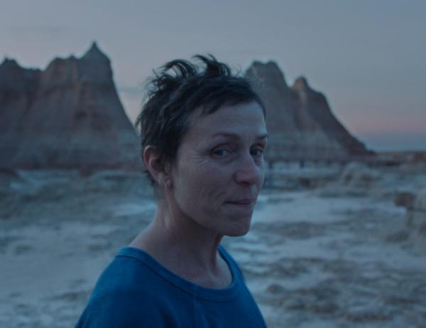 Chloé Zhao hace historia en los Óscar con mejor dirección, película y actriz por Nomadland