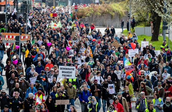 Protestan en Alemania por nuevas restricciones ante Covid-19