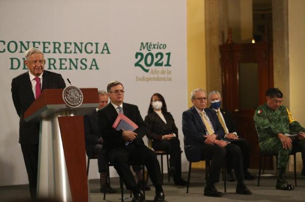 """AMLO expresa que no tiene confianza en el INE, dice que a Salgado Macenio lo quieren """"descalificar a la mala"""" y eliminarlo """"por consigna"""" . Pide respetar la legalidad"""