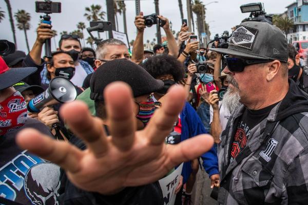 Desangeladas protestas de extremistas de derecha, supremacistas blancos, en el país
