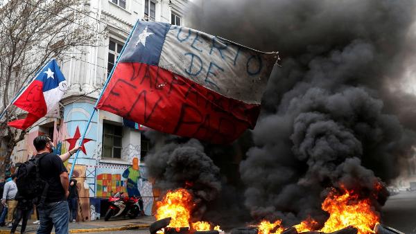 """Video: ¡Renuncia, Piñera!"""": grito que recorre Chile en una jornada de huelga general"""