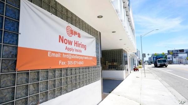 Caen solicitudes de ayuda por desempleo