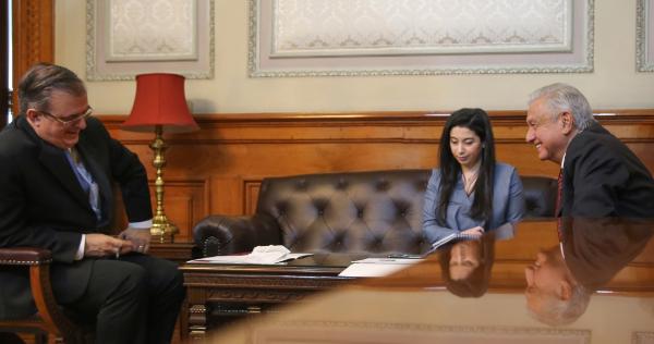 El presidente López Obrador habla con la vicepresidenta de EU, Kamala Harris