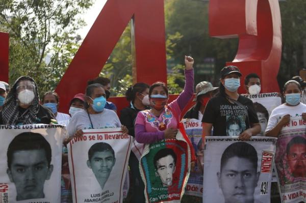 Reclaman padres de los 43 la falta de resultados en investigaciones. Se cumplieron 79 meses de su desaparición